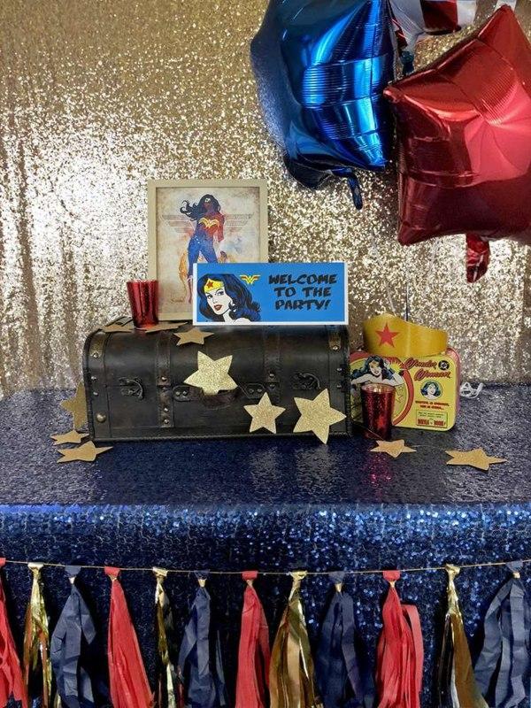 decoração festa Mulher Maravilha