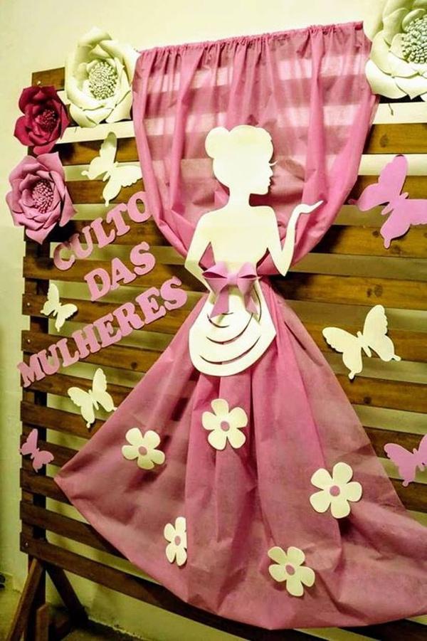 Decoração Dia da Mulher com tecidos e silhuetas femininas