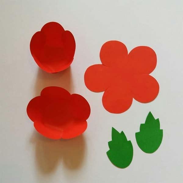 Como fazer flor de papel com bombom para o Dia da Mulher