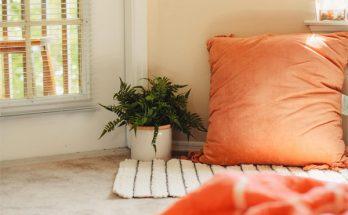 Como decorar uma sala só com tapete e almofadas?