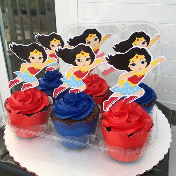 Cupcake Mulher Maravilha para o Dia da Mulher
